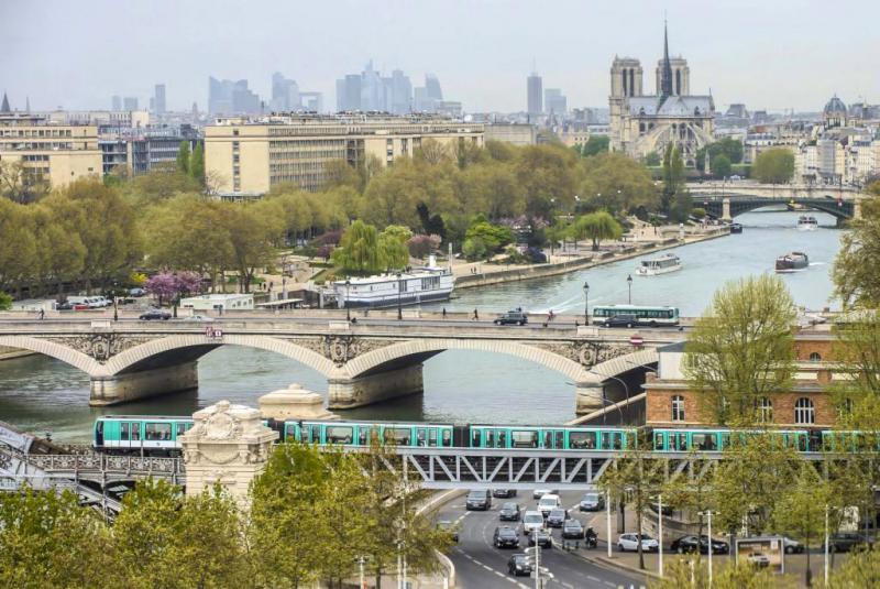 Metro crossing the Seine river